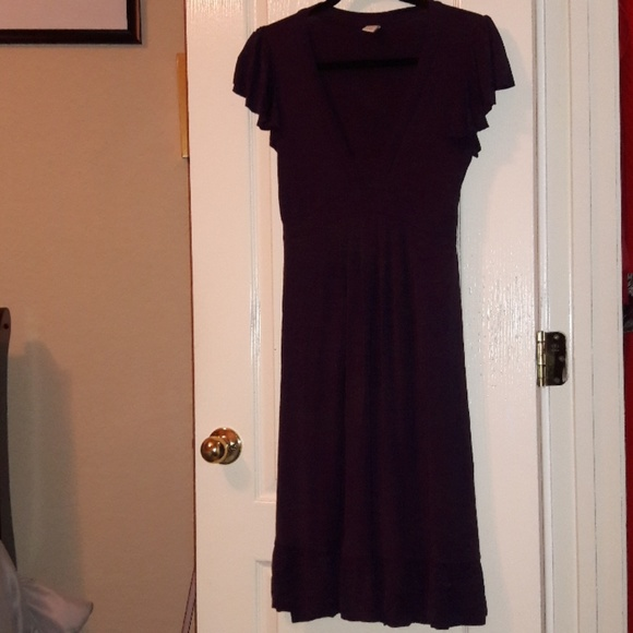 Old Navy Dresses & Skirts - Ruffled Eggplant Fluttery Short-Sleeve Dress